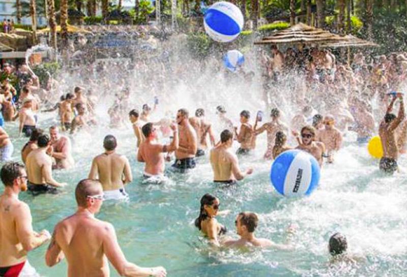 despedidas de solteros fiesta en la piscina